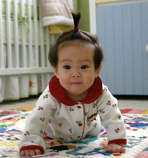 Baby Lukas mit Hochsteckfrisur
